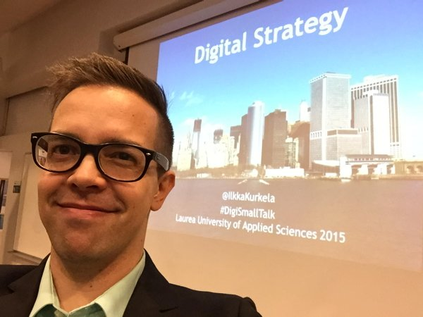 Ilkka Kurkela giving Periscope livestreaming lecture at Laurea UAS - 22.10.2015